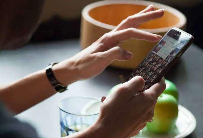 Por qué nos cuesta tanto ordenar y borrar las fotos del móvil