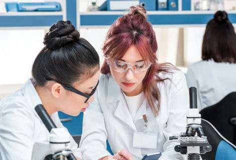 Cómo detectar noticias sobre ciencia falsas y leerlas como los científicos