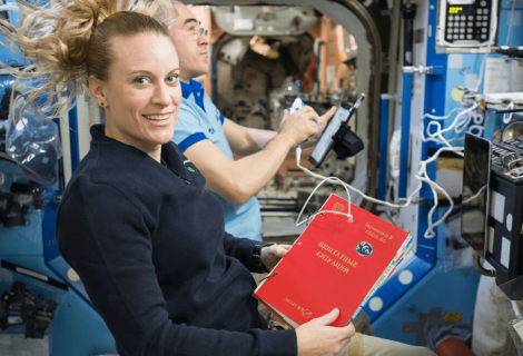 Cómo poner fin a las malas posturas del confinamiento (aprendiendo de los astronautas)