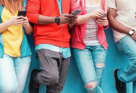 ¿Por qué usan los jóvenes tantos anglicismos en las redes sociales?