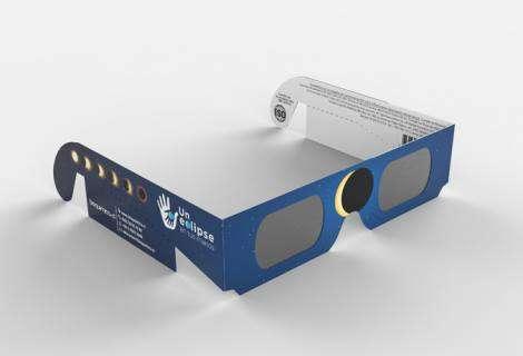 Bioquímica presenta lentes certificados para disfrutar del eclipse de manera segura