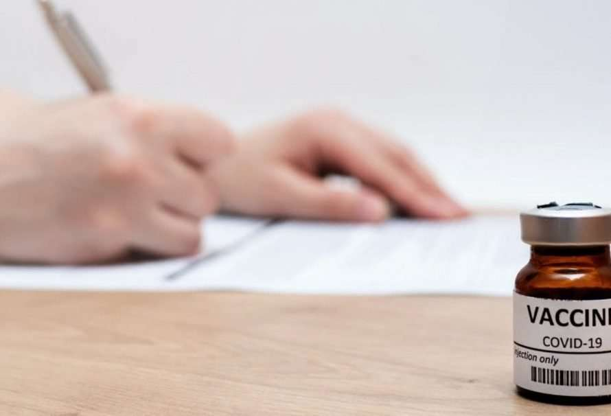 Repetir dosis con AstraZeneca: ¿es ético el consentimiento informado?