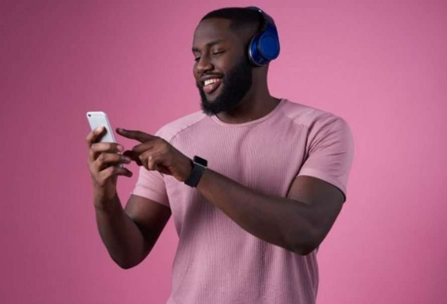5 hábitos negativos al momento de escuchar música
